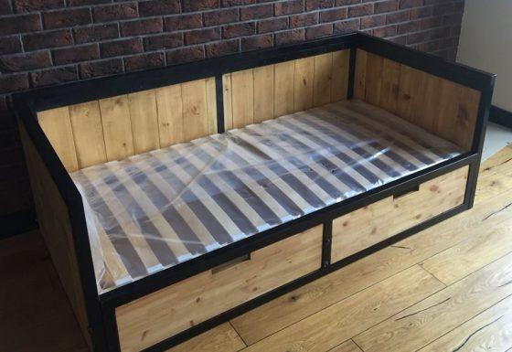 Тахта-кровать с ящиками для белья
