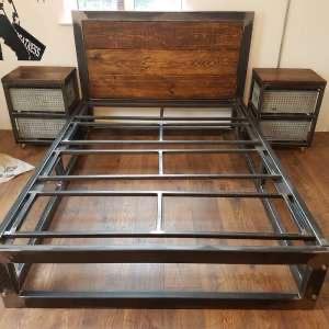 Кровать с прикроватными тумбами Сория